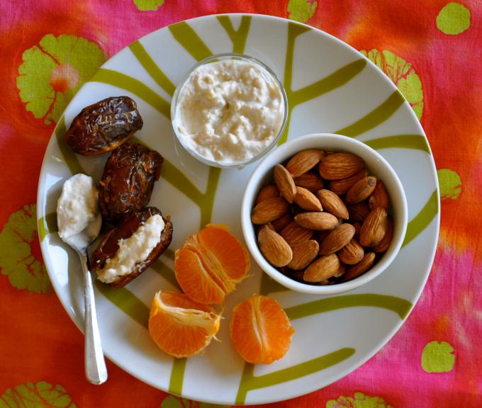 Vegan Snack: Stuffed Dates, Almonds & Tangerines