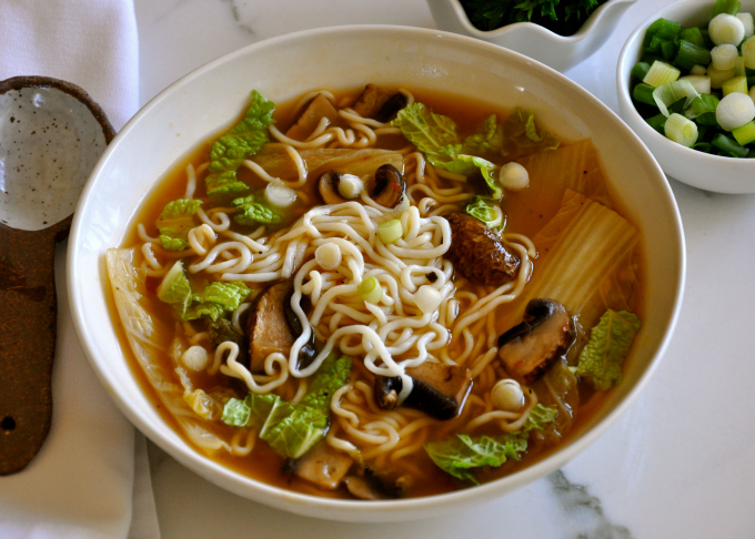 Easy Soup – Hot and Sour Soup with Cabbage, Mushrooms & Noodles