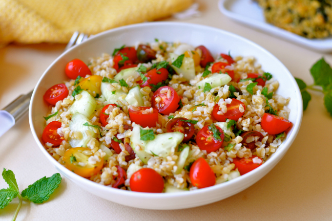 Bulgur is a whole grain that often takes a back seat to quinoa but did you know that bulgur contains resistant starch, nature's fat-burning breakthrough. (#vegan) ordinaryvegan.net