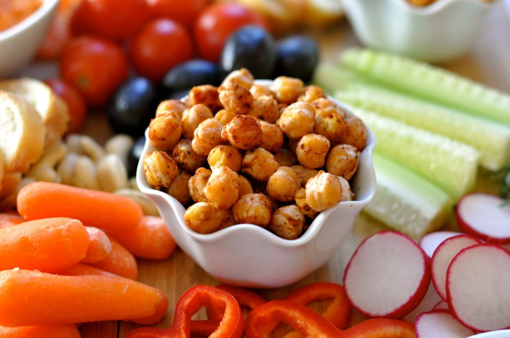 Minty romesco dip, cauliflower hummus, spicy garbanzo beans, nuts, dried fruit and fresh vegetables make these vegan appetizers stand-out. (#vegan) ordinaryvegan.net