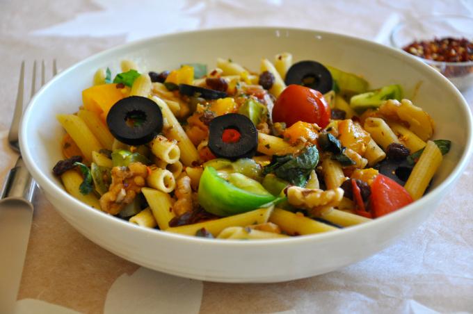 Rustic Italian Pasta with Heirloom Tomatoes, Raisins & Toasted Walnuts