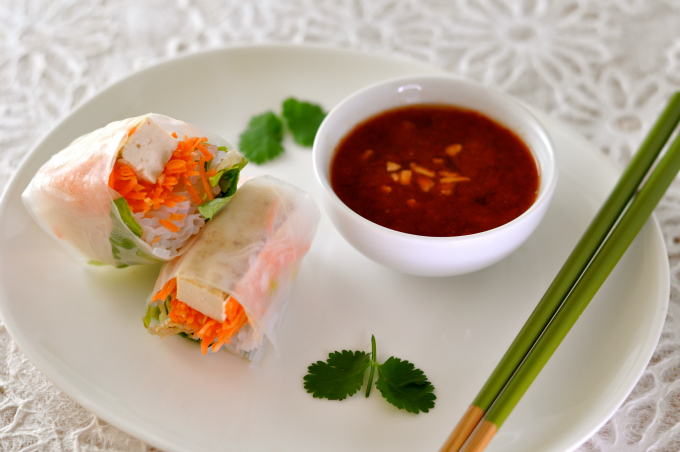 Spring Roll With Hot Sweet Dipping Sauce Best 680