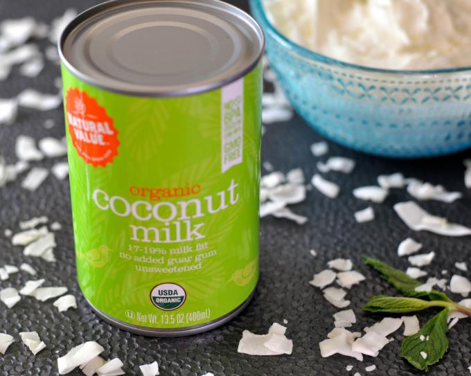 Coconut milk makes a decadent vegan whipped cream. (#vegan) ordinaryvegan.net