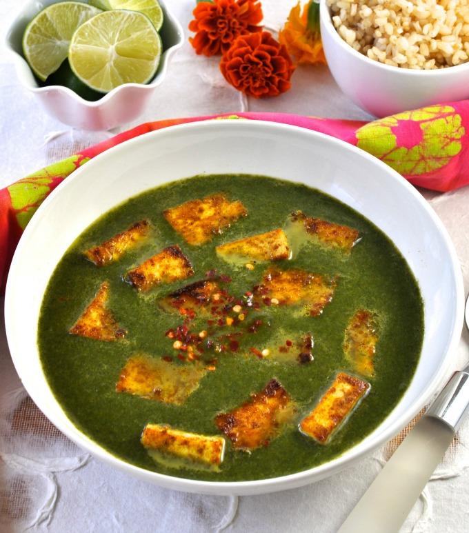 Tofu is a delicious healthy and low-fat replacement for paneer in this vegan version of palak paneer. (#vegan) ordinaryvegan.net