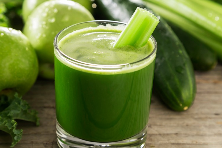 Adaptogen juicing is a natural and nutritious way to help lower cortisol levels that cause stress and anxiety without having to take supplements. (#vegan) ordinaryvegan.net